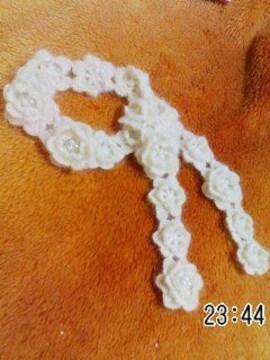手編みクリーム色極細モヘアの花モチーフ ナローマフラー