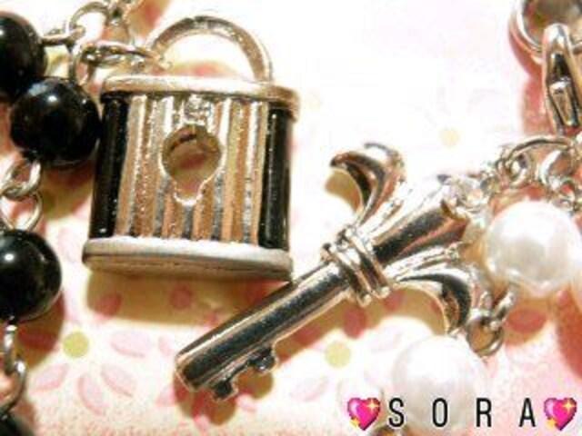 LOVE.二人の愛ビーズ《鍵&鍵穴》ペア携帯ストラップ  < 家電/AVの