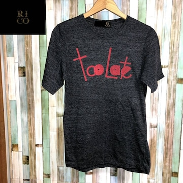RICO TOO LATE Tシャツ