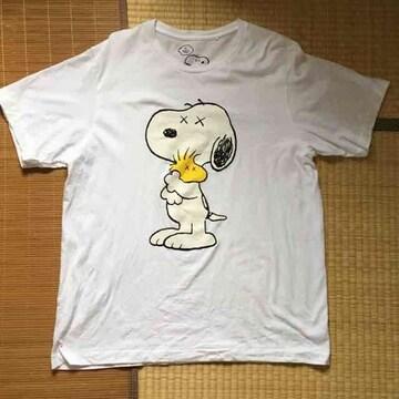 カウズ×ピーナッツ・スヌーピーイラスト柄Tシャツ。XLホワイト